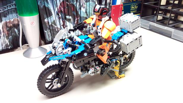 lego moc-7829 display stand for 42063 bmw r 1200 gs (technic 2017
