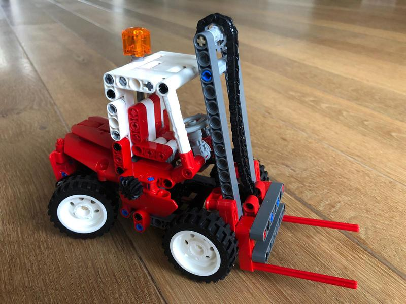 Red forklift - 8835 studless