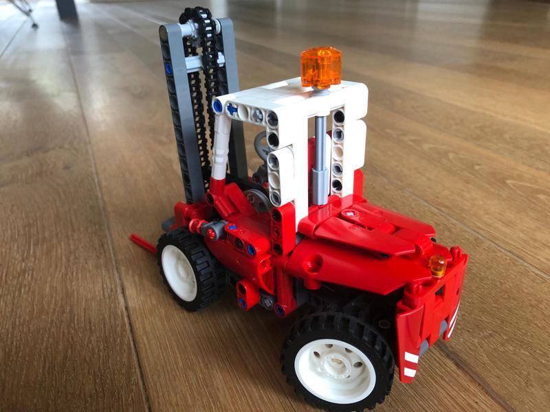 Red forklift - 8835 studless back
