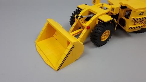 KGHM Zanam LKP-0403C underground wheel loader - LEGO Scale Modeling