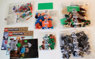 Contents of LEGO Minecraft 21115 Crafting Box
