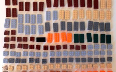 All square bricks of size 2 x 2 or larger included in LEGO Minecraft 21115 Crafting Box