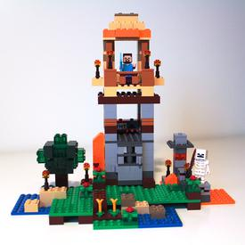 Final step of building the tower model of LEGO Minecraft 21115 Crafting Box