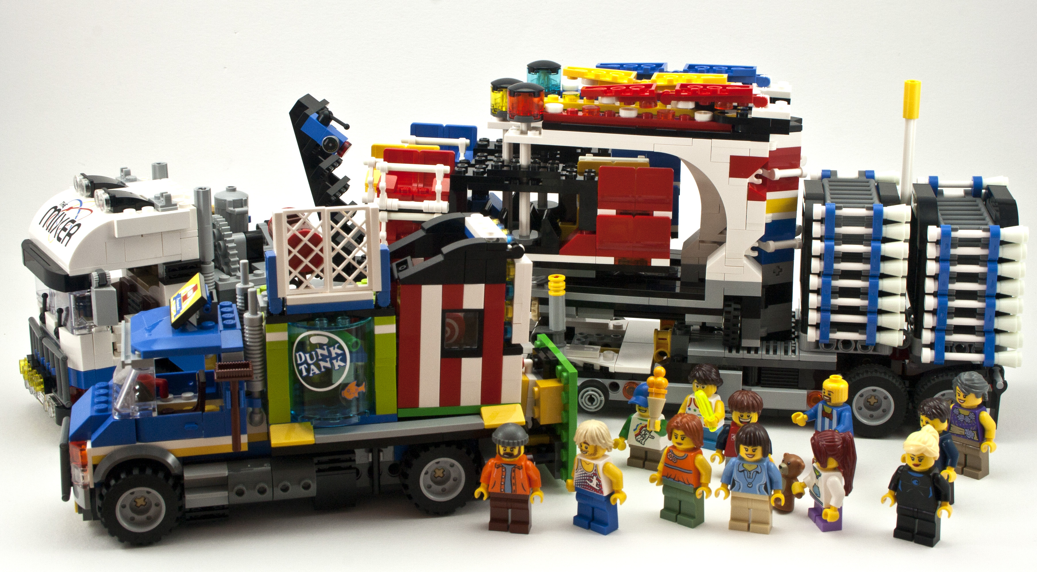 Review 10244 Fairground Mixer Rebrickable Build With
