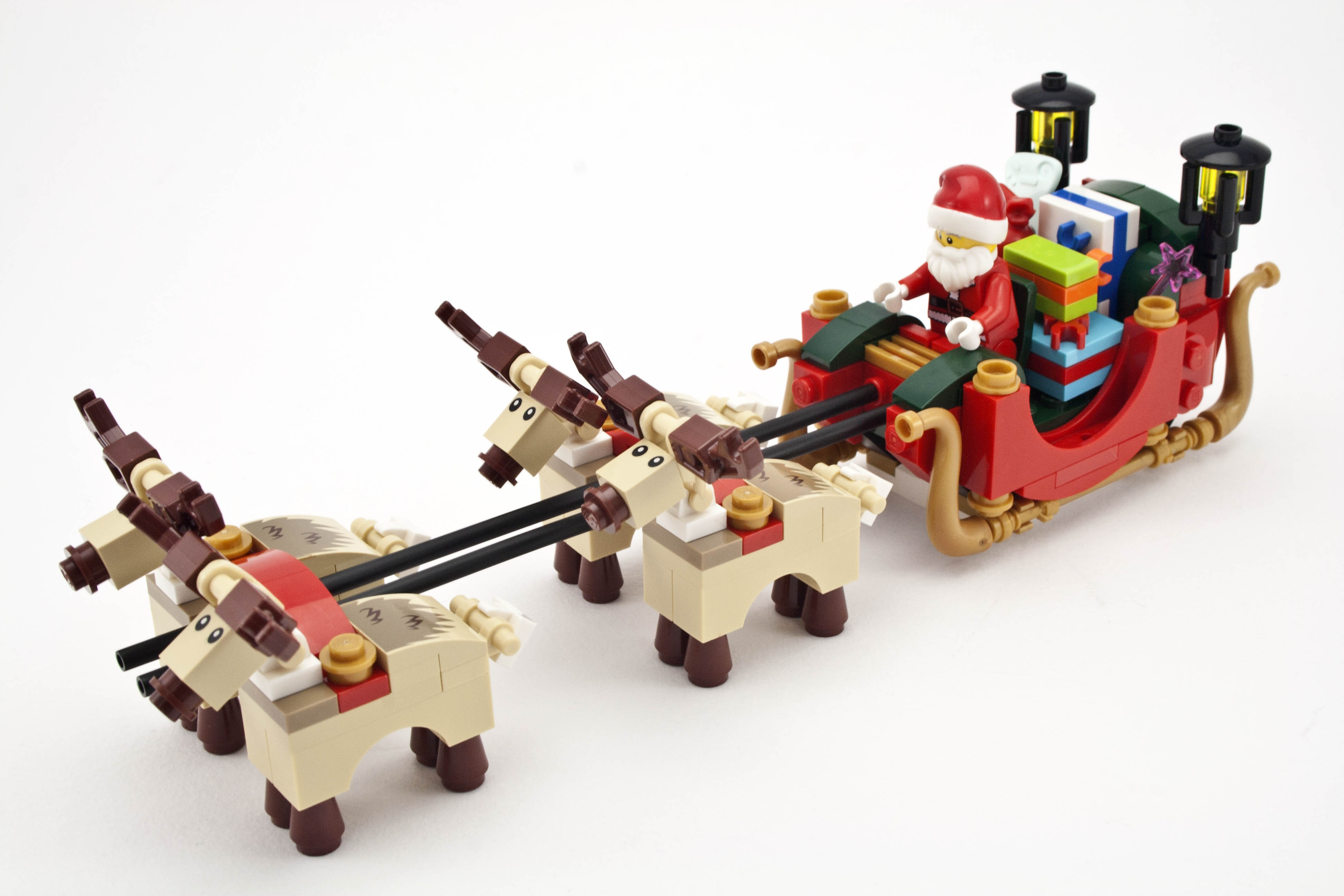 Rebrickable - Review - 10245 Santa's Workshop