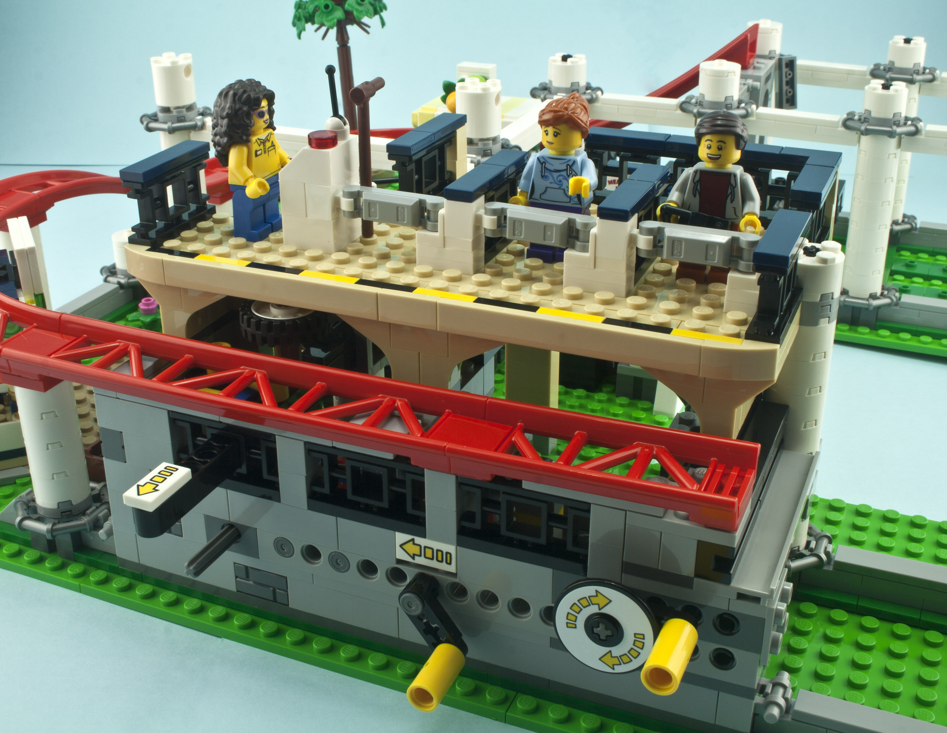 Review - LEGO 10261 Roller Coaster | Rebrickable - Build ...