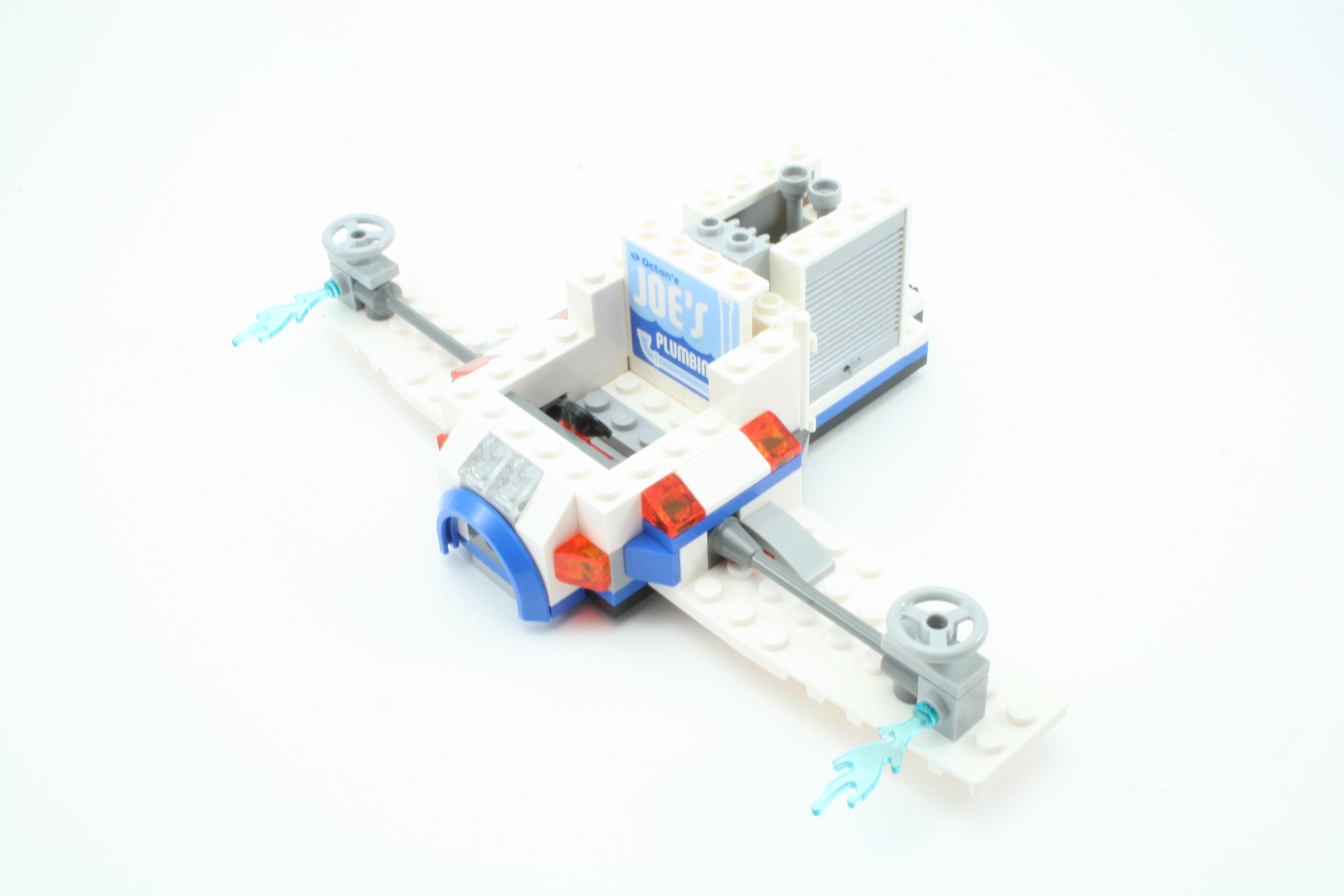 Review 70811 The Flying Flusher Rebrickable Build