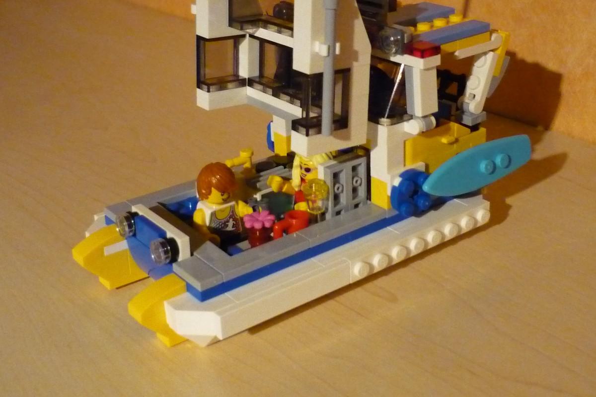 LEGO MOC-13558 31079 Surfer Yacht (Creator > Model > Harbor