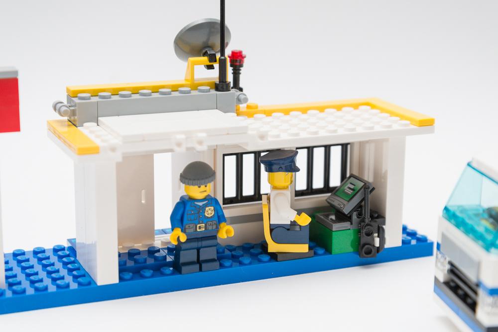 Alternate Models Challenge 60044 Mobile Police Unit Lego Town