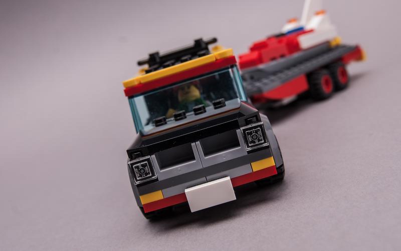 LEGO MOC-23006 60183 Speedboat Transport (Town > City 2019