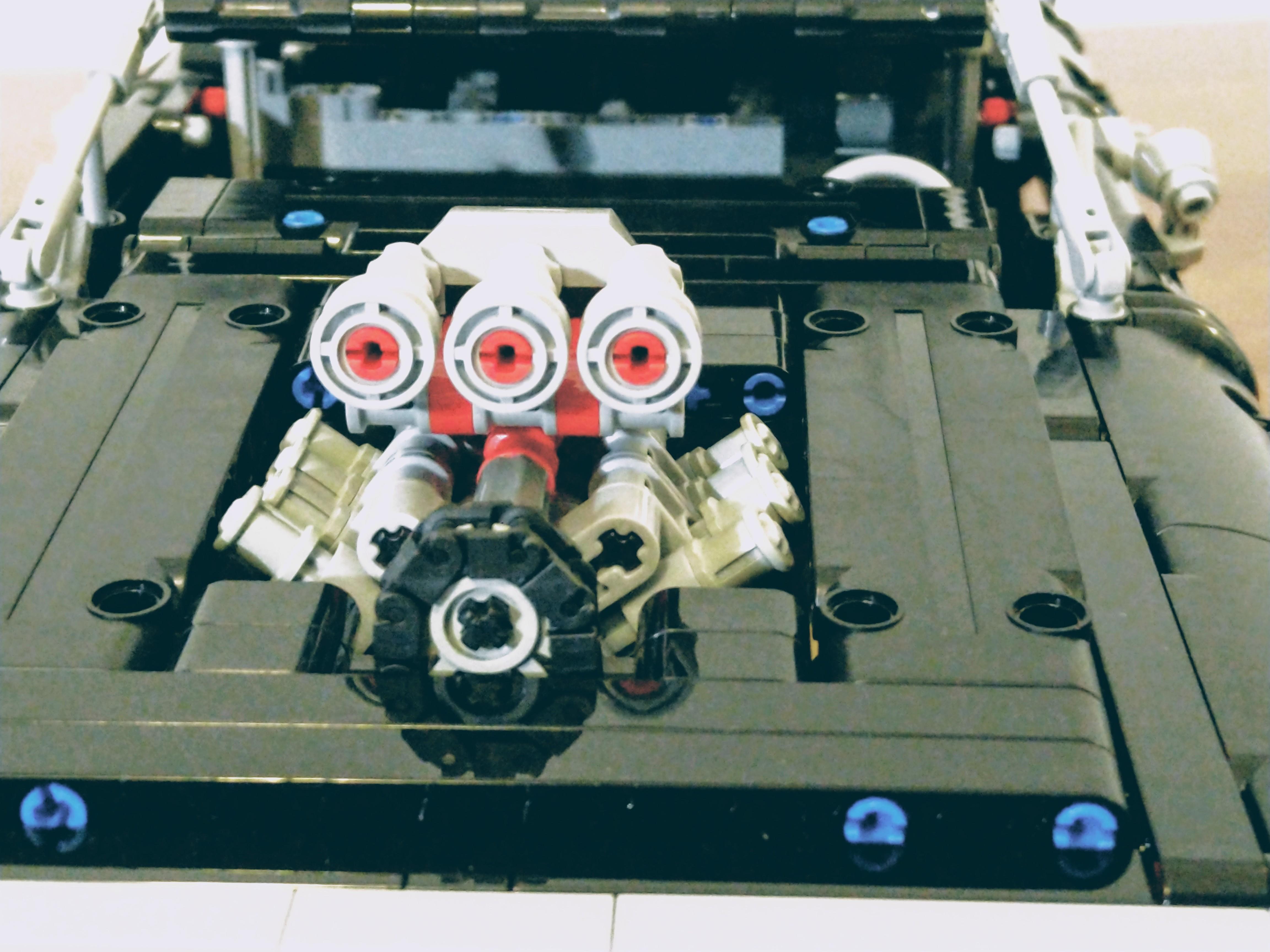 42111-Dodge-Charger-Engine_01.jpg